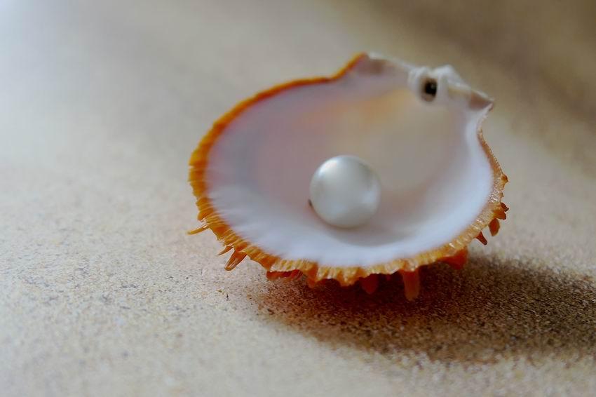 Mit jelent a gyöngy viselése? Így hordják különféle kultúrákban